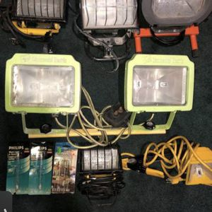Halogen portable work lights 3 new bulbs for Sale in Shelton, CT