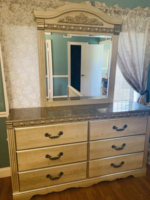 Bedroom set 5 pieces for Sale in Boca Raton, FL