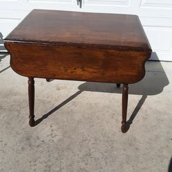 Antique Dro Leaf Dining Table for Sale in Citrus Springs,  FL