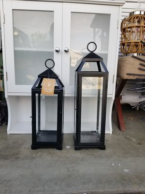 New setcdec2. Linternas estan nuevas una mide 18. Pulgadas de alto y labotra 15. Pulgadas .son grandesitas $30 for Sale in Fontana, CA
