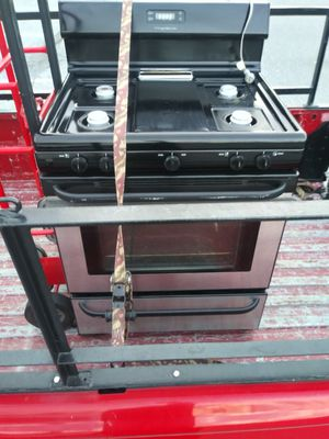 Frigedaire Natural gas stove 60 days warranty. for Sale in Reading, PA