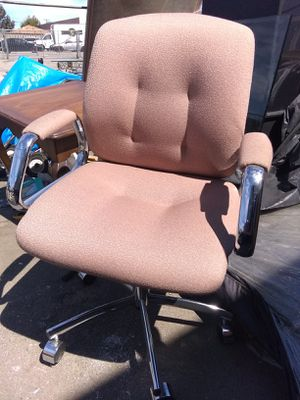 Office chair for Sale in Los Angeles, CA