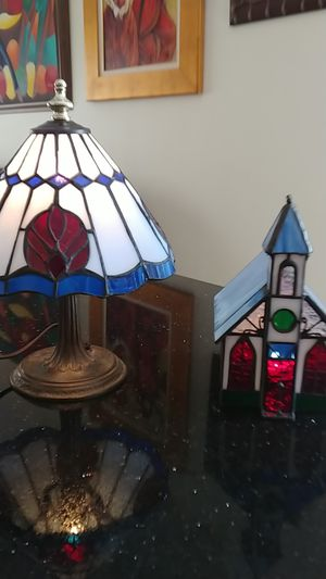 Vintage L&L WMC 9771 tiffany style mini accent table LAMP and candle holder w/ stained glass shade. for Sale in Miami, FL