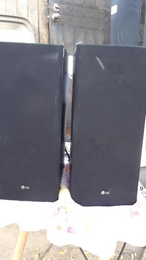 lg speakers with pairing for a soundbar for Sale in Fresno, CA