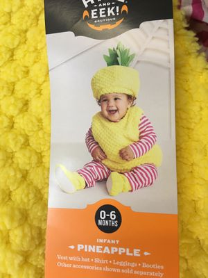 New infant 6 piece pineapple costume - 0/6 month - fits newborn, 0/3 month and 3 month for Sale in Berwyn, IL