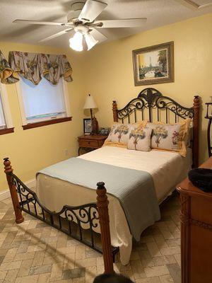 Queen bedroom set - iron/wood frame - headboard and dresser for Sale in INDN RIV SHRS, FL