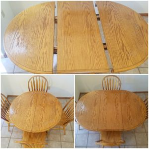 Vintage table with 4 chairs and a center leaf attachment for Sale in Gig Harbor, WA