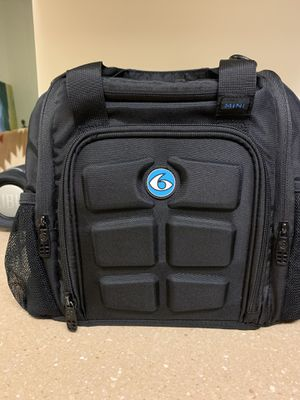 6 pack duffle meal prep bag for Sale in Joint Base Lewis-McChord, WA