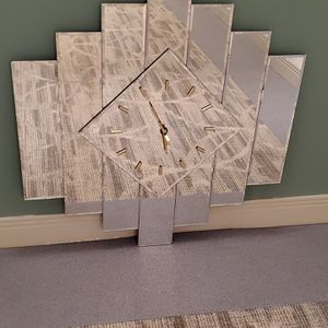 """Beveled-Glass Wall Mirror (30.5"""" x 30.5"""", Weighs approx. 10-12 lbs.) w/non-functioning Clock & 2 very minor imperfections (see photos) - firm price. for Sale in Arlington, VA"""