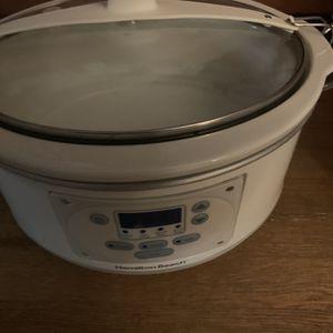 Free Large Crock Pot for Sale in Tukwila, WA