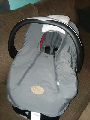 Infant car seat with base for Sale in Powhatan, VA