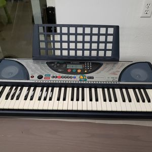 Yamaha PSR240 61-Note Touch-Sensitive Portable Electronic Keyboard for Sale in Shoreline, WA