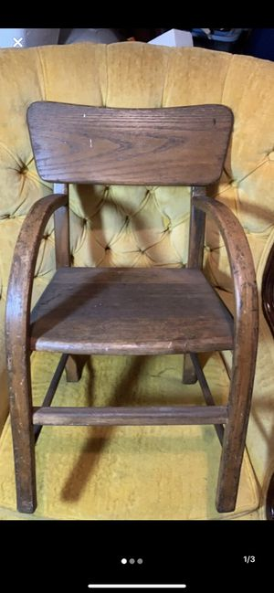 Antique Toddler chair $20 ñ Monroeville for Sale in Monroeville, PA