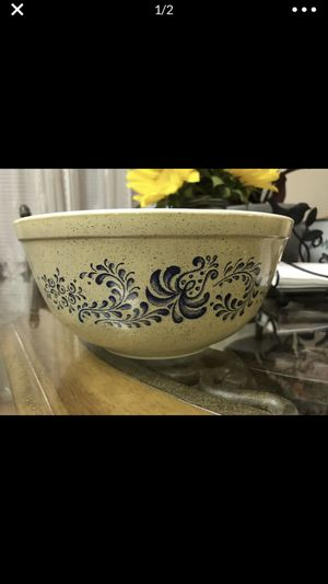 Pyrex homestead bowl for Sale in Riverside, CA