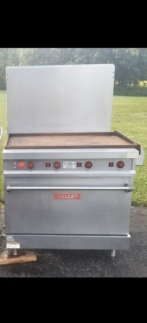 """Vulcan Single Electric Oven w/ 36"""" Griddle for Sale in Sunrise, FL"""