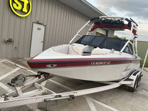 21 ft Centurion Bowrider (Wakeboard Boat) for Sale in New Braunfels, TX