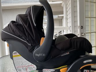 Chicco Keyfit 30 Car seat for Sale in Canton,  GA