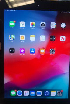 iPad 6th gen 32 gigabytes with cellular for Sale in Lumberton, NJ