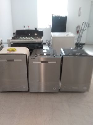 Maytag dishwashers stainless steel new scratch and dents good condition 6 months warranty for Sale in Mount Rainier, MD