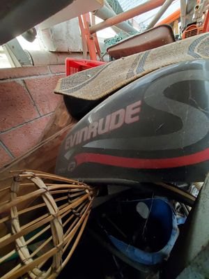 1999 evinrude parts.. 90hp need all gone for 300$.. for Sale in Orange, CA