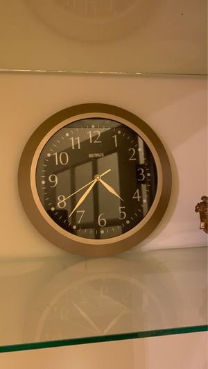 Gold Wall Clock for Sale in Rexford, NY