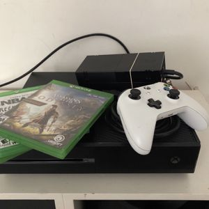 Xbox One With Controller And Turtle Beach Headset for Sale in Fort Lauderdale, FL