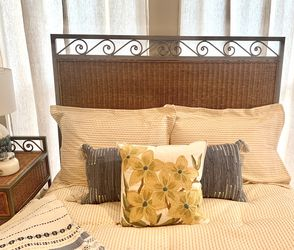 Headboard and Bed frame for Sale in Plano,  TX