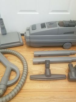 NEW cond ELECTROLUX LUX LAGACY MODEL VACUUM , WITH COMPLETE ATTACHMENTS , ACCESSORIES , AMAZING POWER SUCTION, WORKS EXCELLENT, for Sale in Auburn,  WA