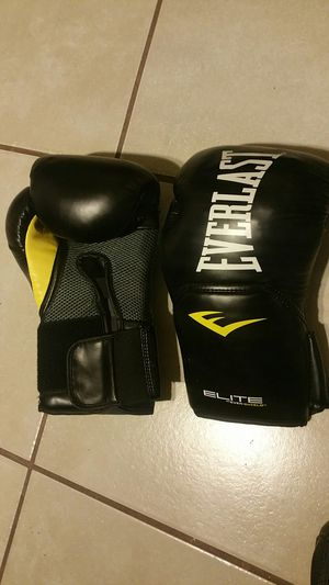 MMA sparing gloves for Sale in Baton Rouge, LA