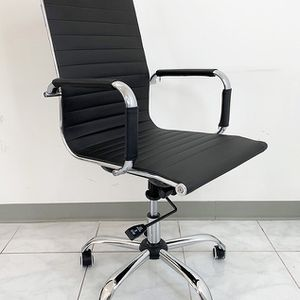 (NEW) $85 Executive Computer Office Chair Mid Back Adjustable Seat Recline PU Leather for Sale in El Monte, CA