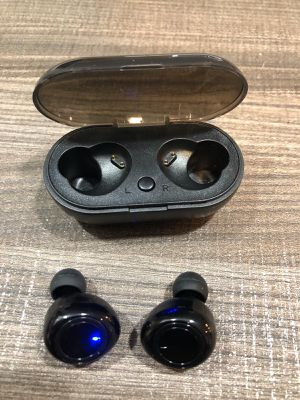 Brand new bluetooth wireless Smart in ear earphones earbuds headphones with portable charging case for Sale in Miami, FL