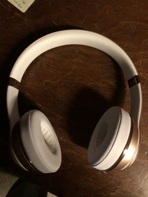 Beats solo 3 rose gold for Sale in Allen Park, MI