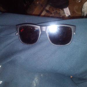 Foster Grant. Ramble Style Sunglasses for Sale in Oklahoma City, OK