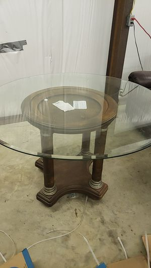Glass cicular table for Sale in Pontotoc, MS
