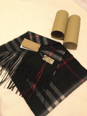 BURBERRY SCARF... for Sale in Miami, FL