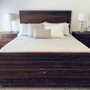 Solid Wood California King Bedroom Set for Sale in Fresno, CA