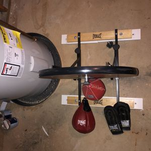 Speed Bag And Punching Bag for Sale in Dumfries, VA