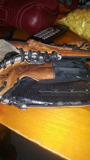Preowned youth baseball glove $12 for Sale in Port Richey, FL