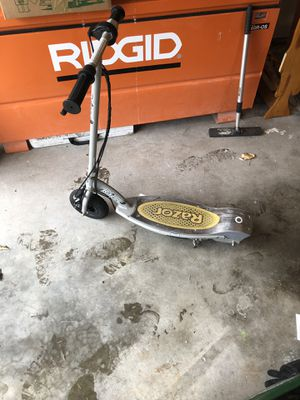 Electric Razor Scooter for Sale in Des Moines, WA