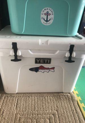 Yeti tundra 50 quart for Sale in Clayton, NC
