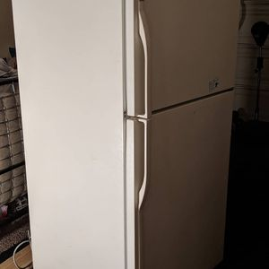 Kenmore standard refrigerator 100.00 for Sale in Banning, CA