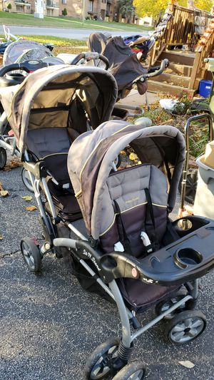 Baby trend sit in stand double stroller for Sale in North Tonawanda, NY