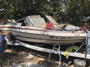 1985 glastron boat 17 ft Johnson motor for Sale in Beaumont, CA