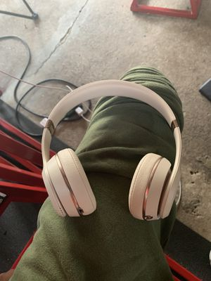 Beats solo 3 matte gold comes with case and charger for Sale in Norristown, PA