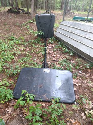 Center Court Basketball Stand, with ballback, cloth ring basketball hoop and all hardware. for Sale in Ancram, NY