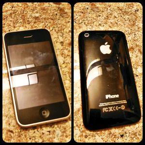 Like New Black Apple iPhone 3gs Att Unlocked for Sale in Lexington, KY