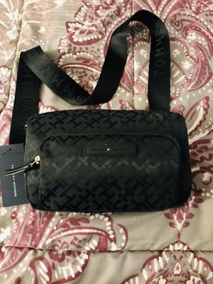 New Tommy Hilfiger crossbody bag for Sale in Poinciana, FL