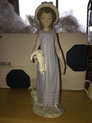 Lladro figurine for Sale in Sunbury, OH