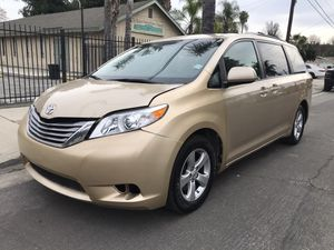 2011 Toyota sienna for Sale in Los Angeles, CA