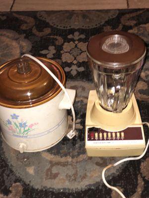 Crock pot and blender for Sale in Jacksonville, FL